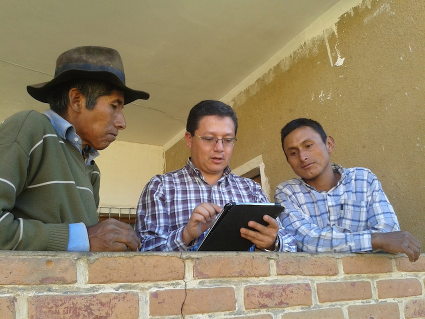 Angel Ramos from ICCO Bolivia interviewing an amaranth farmer in the municipal of Mojocoya, Bolivia